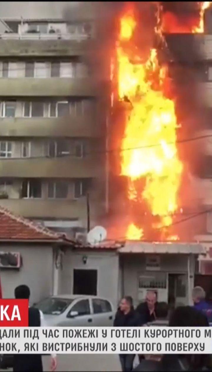 Дві жінки травмувалися, коли намагалися самотужки вибратися з охопленого полум'ям готелю