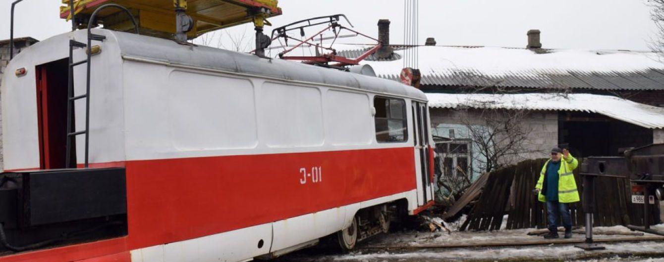 В оккупированном Донецке трамвай въехал в жилой дом