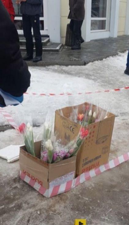 У Кропивницькому двоє чоловіків пограбували торговців квітами