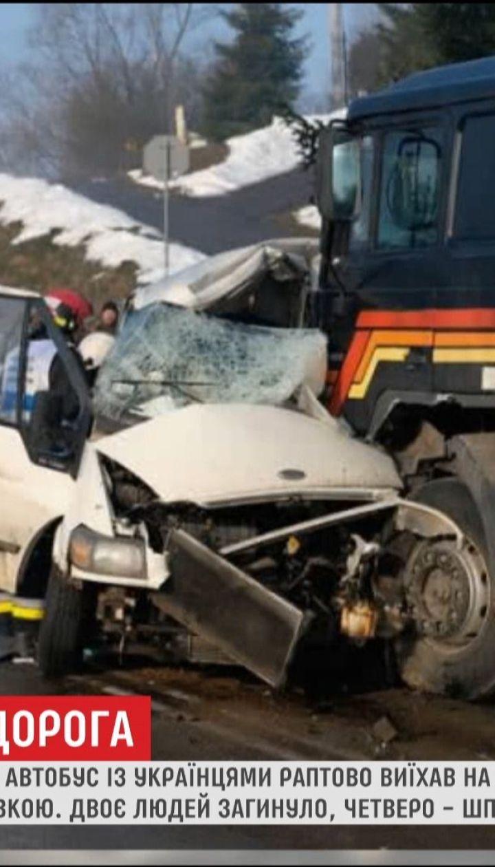 У Польщі мікроавтобус із українцями зіткнувся з вантажівкою