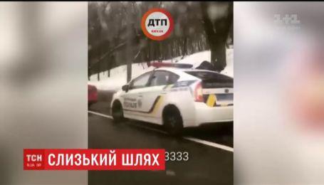 Одразу сім автівок зіштовхнулися  на столичному бульварі Дружби Народів