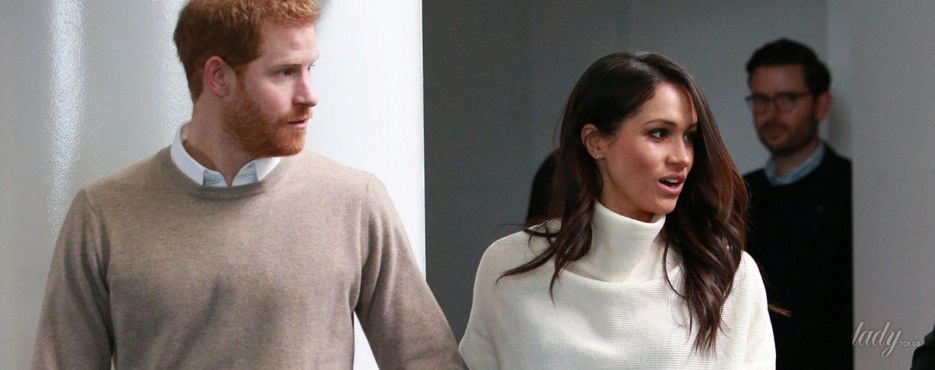 В белом джемпере и брюках-дудочках: Меган Маркл продемонстрировала на публике стройную фигуру
