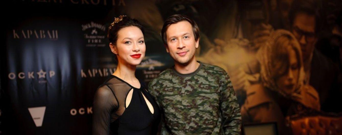 Стройная Полина Логунова в обтягивающем платье пришла на премьеру фильма