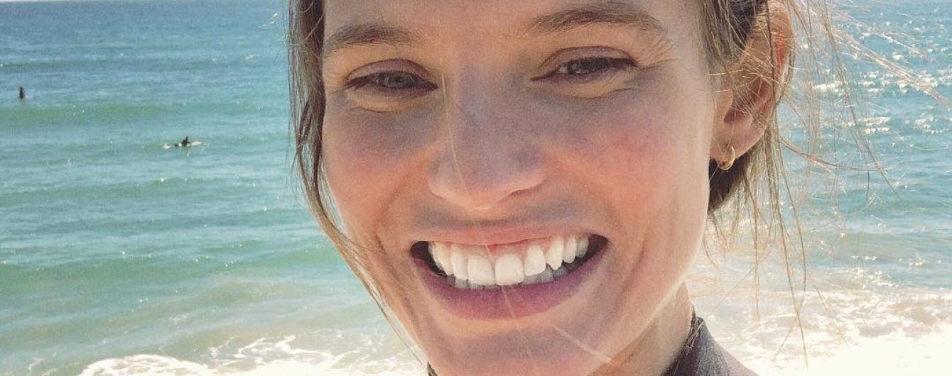 Без укладки и макияжа: Бьянка Балти показала, как проводит время на пляже