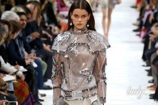 Глиттер, пластик и многослойность: коллекция Valentino сезона весна-лето 2018