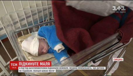 Жители многоэтажки на Сумщине нашли в подъезде младенца