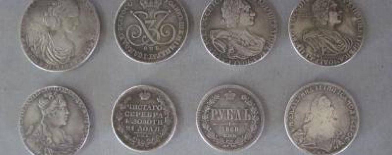 Молдаванин пытался вывезти из Украины в Россию антикварные монеты
