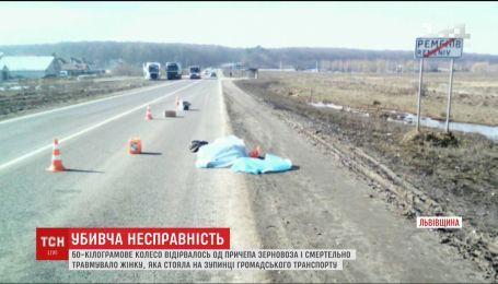 На Львовщине колесо на ходу оторвалось от зерновоза и убило женщину
