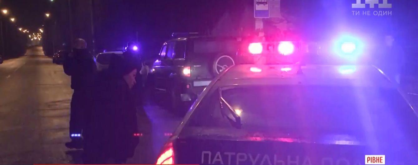 У Рівному 40-хвилинна гонитва за п'яним водієм закінчилася стріляниною, ДТП і госпіталізацією двох копів