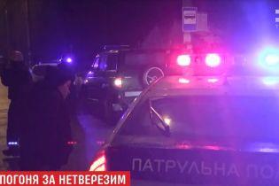 В Ровно 40-минутная погоня за пьяным водителем закончилась стрельбой, ДТП и госпитализацией двух копов