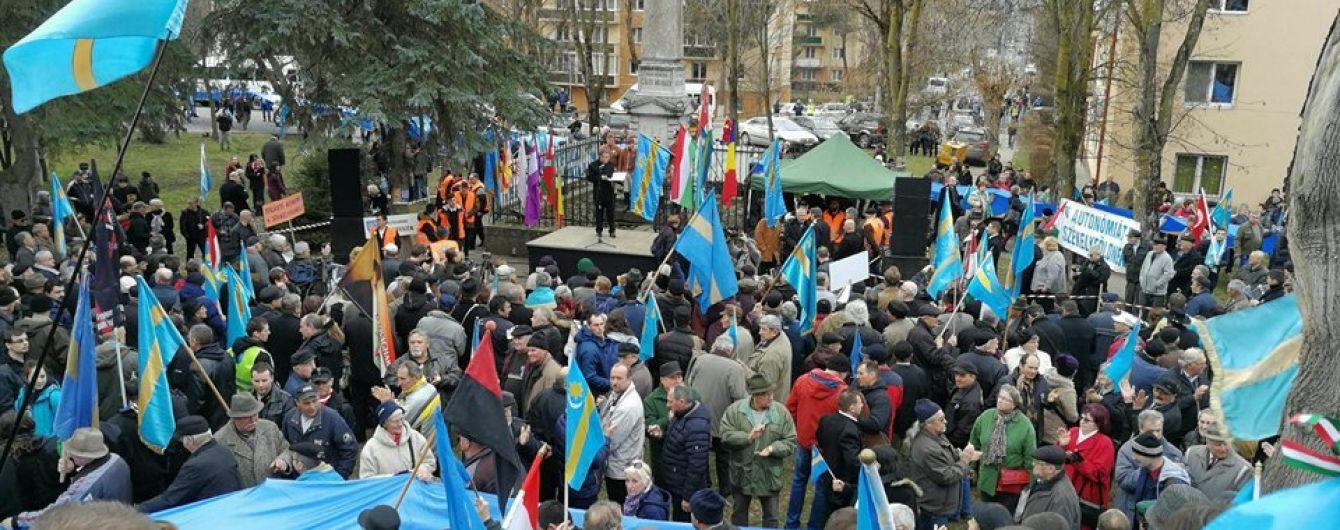 У Румунії тисячі етнічних угорців влаштували мітинг з вимогою автономії