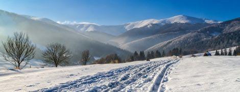 В украинских Карпатах намело почти 1,5 метра снега