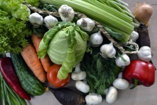 В Україні різко впали ціни на овочі з борщового набору