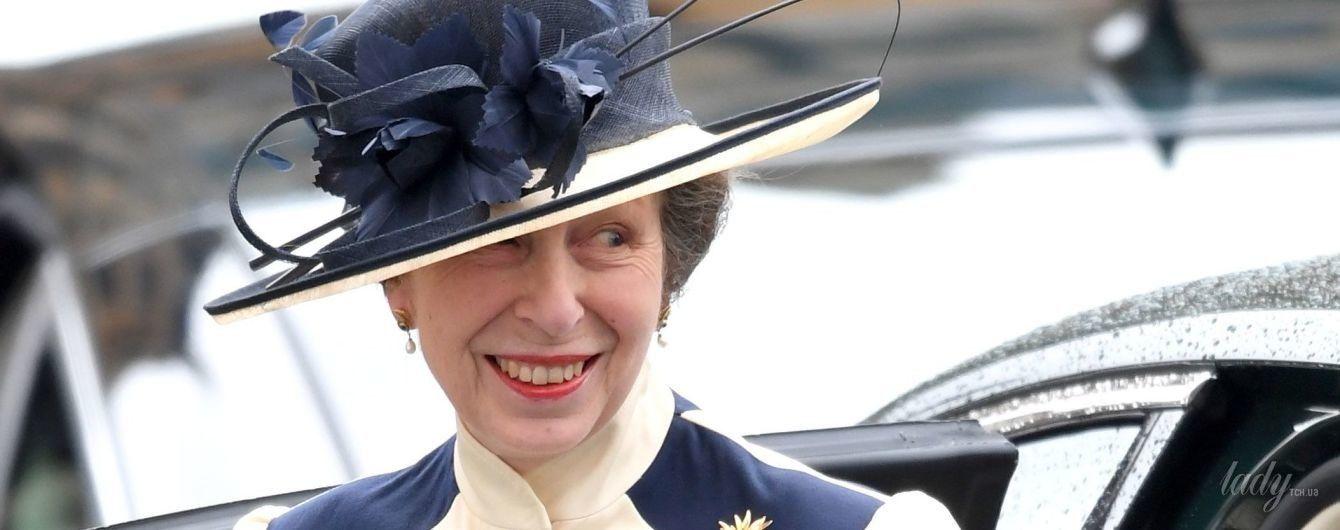 В элегантном пальто и необычной шляпе: дочь королевы Елизаветы II – принцесса Анна, посетила торжественное мероприятие