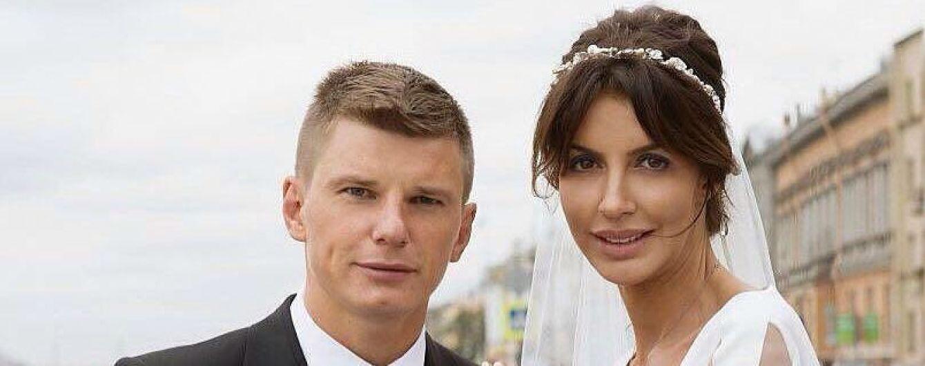 Жена российского футболиста возместила ущерб авиакомпании за дебош и задержку рейса
