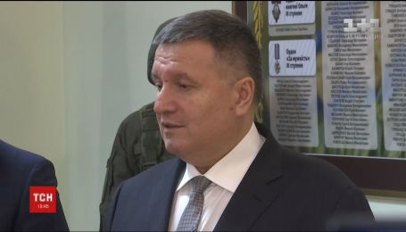 Аваков та Парубій урочисто привітали із Днем добровольця бійців Національної гвардії