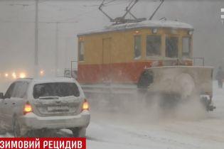 Под последним дыханием зимы: Украина выдерживает снежный циклон