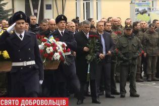Парубий и Аваков в День добровольца приехали на базу батальйона Кульчицкого