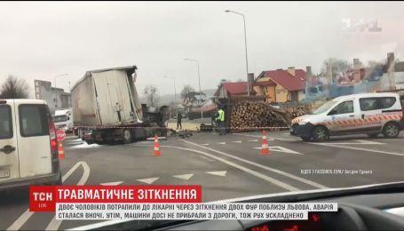 Поблизу Львова зіткнулись дві фури