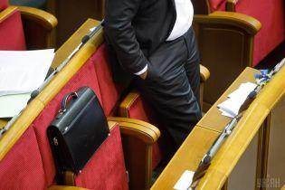 Комитет Рады предлагает ограничить доступ СМИ в кулуары парламента
