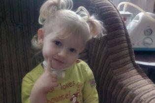 З трубочкою в горлі заради дихання досі вимушена жити трирічна Марійка