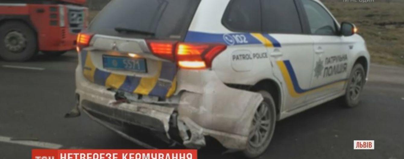 Нетрезвый военный на Львовщине въехал в машину копов