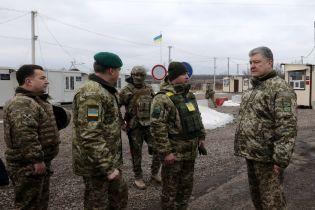Порошенко жалуется, что боевики не дают возможность открыть еще один пункт пропуска в зоне АТО