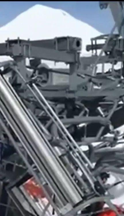 На грузинському курорті Гудаурі зламаний підйомник почав викидати людей із крісел