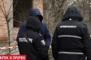 Подробиці самогубства школярки в Києві: друзі-підлітки знали, де могла перебувати дівчинка