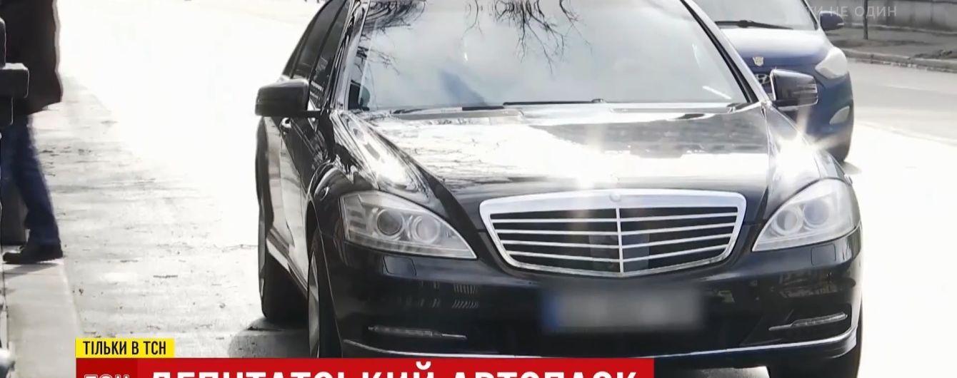 """""""Мерседес"""" не мій: українські депутати їздять на люксових авто, від яких відхрещуються перед журналістами"""