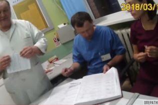 Во Львове врачи не хотели делать тест на алкоголь своему коллеге, которого задержали патрульные