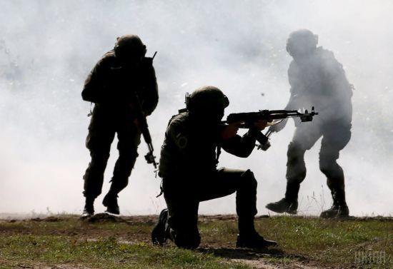 Десять ворожих обстрілів та двоє загиблих українських бійців. Ситуація на Донбасі