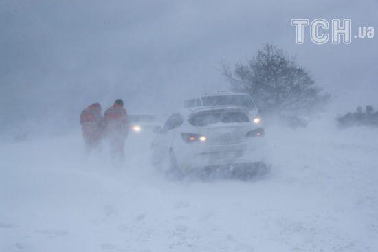 Сильний сніг та хуртовини. Синоптики попередили українців про різке погіршення погоди