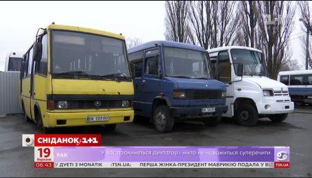 Ровно на грани транспортного коллапса: местные водители убегают в Польшу