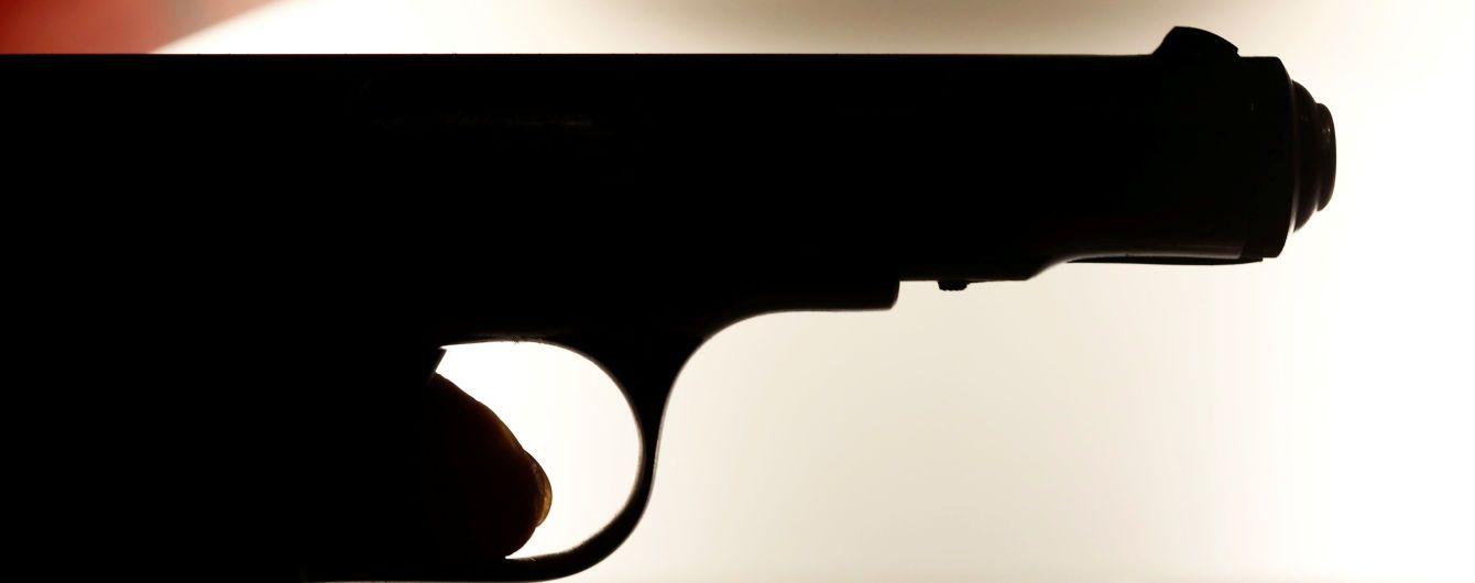 Стрелялся и прыгал с балкона: в Киеве мужчина совершил две неудачные попытки самоубийства подряд