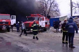 У чорній завісі диму: палає один із найбільших ринків України