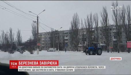 Блок-пост на выезде из Краматорска замело снегом
