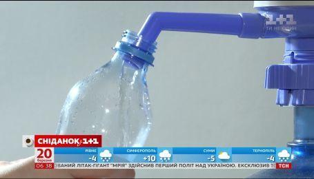 Майже в усій пляшковій воді виявили небезпечні токсини