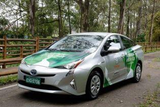 Toyota Prius сможет потреблять спирт вместо бензина