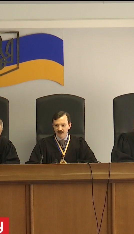 Суд дозволив допитати Азарова у справі про держзраду Януковича