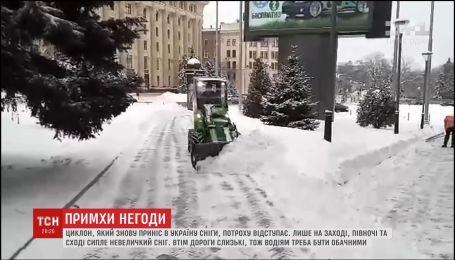 Из Украины отступает циклон, принесший снега и морозы