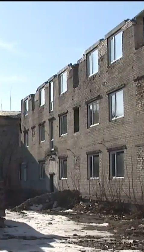 ЄС вимагає від України повернути гроші, які виділяли на відновлення гуртожитків для переселенців