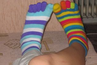 """1+1 підтримав """"шкарпеткову традицію"""", щоб допомогти дітям із синдромом Дауна"""
