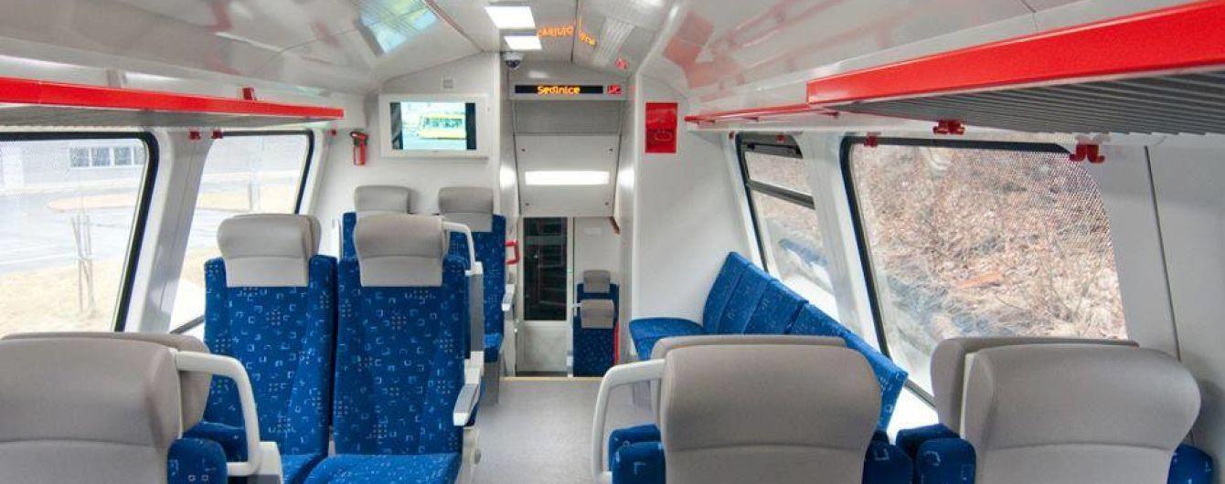 """""""Укрзалізниця"""" призначила 12 додаткових поїздів та рейсів на Трійцю"""