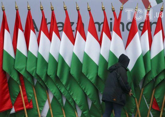 Скандал із видачею угорських паспортів на Закарпатті: що писали угорські ЗМІ та чому українці погоджуються на це