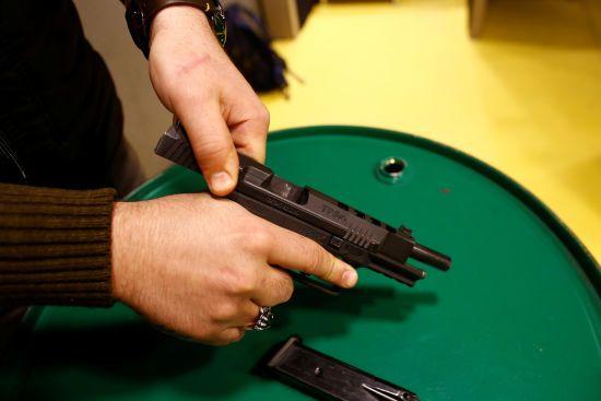На Дніпропетровщині зі стартового пістолета застрелився школяр