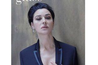 В жакете с глубоким декольте: стильная Моника Беллуччи на съемках новой фотосессии