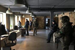 Силовики вийшли з бази Нацкорпусу в Києві