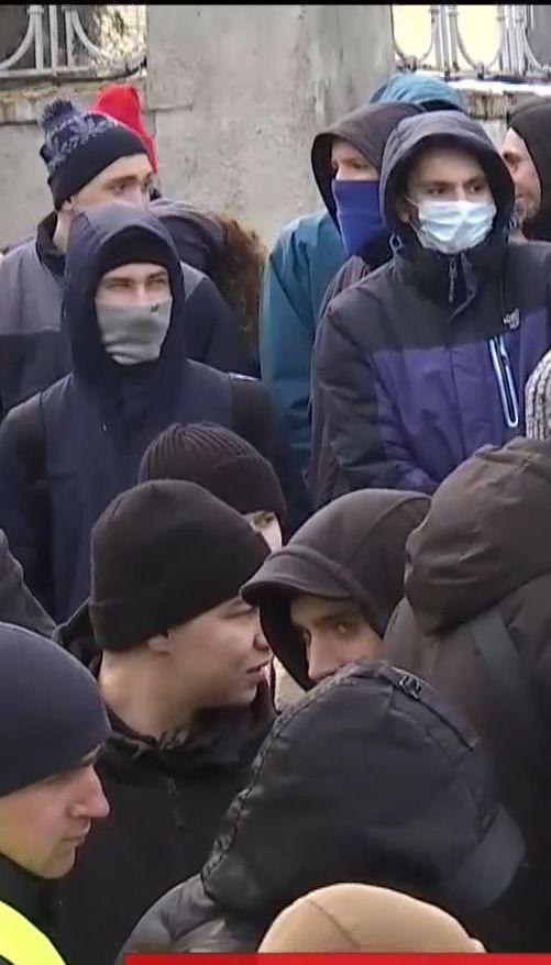 """Бойцы """"Азова"""" и """"Национального корпуса"""" блокировали спецназовцев на своей базе"""