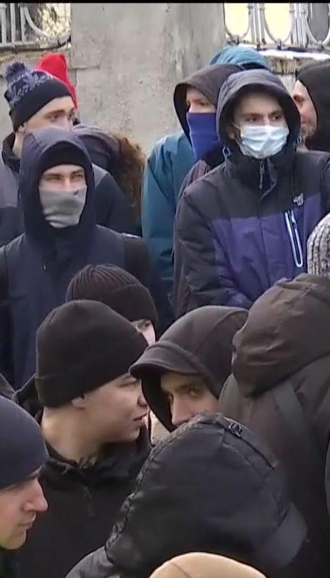 """Бійці """"Азову"""" та """"Національного корпусу"""" блокували спецпризначенців на своїй базі"""